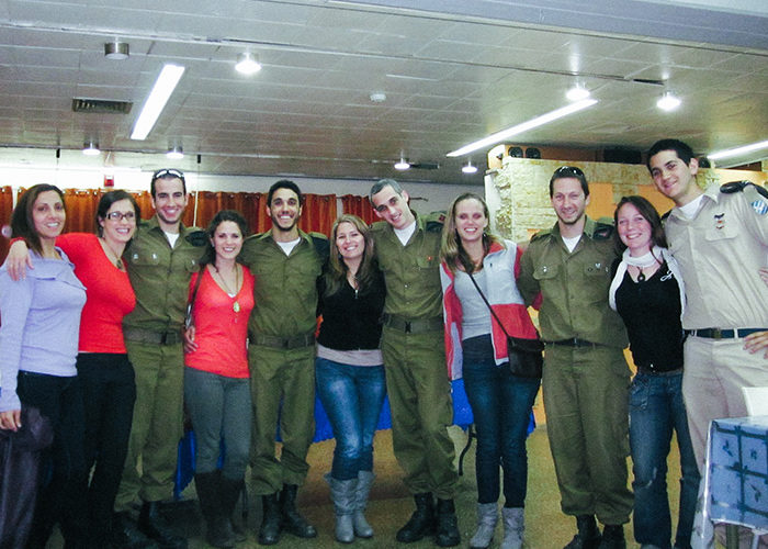 Niran and fellow IDF soldiers on Birthright Israel.