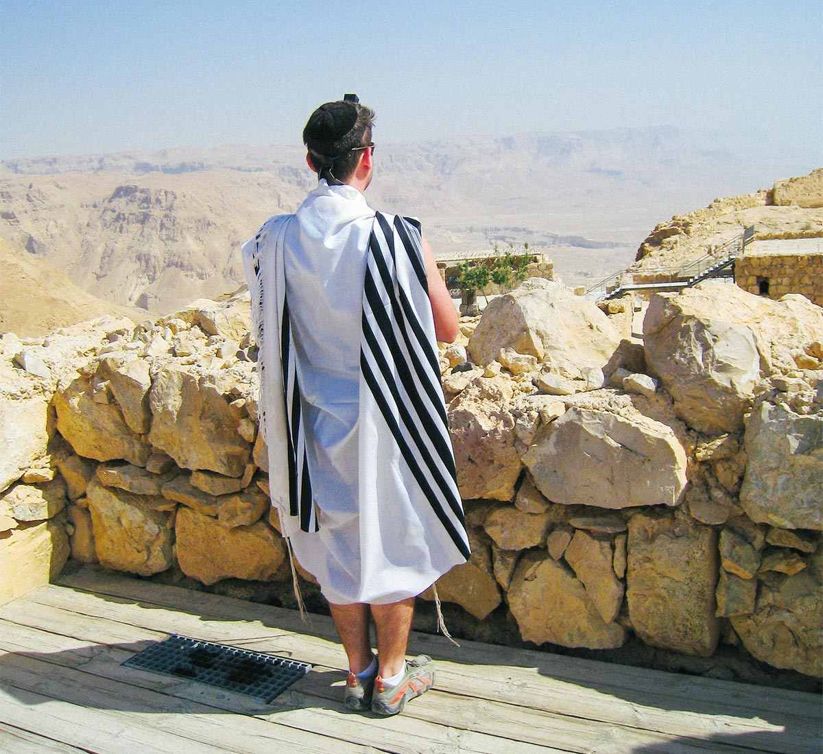 David Bitton, 2006 Birthright Israel Alumnus, praying on top of Masada