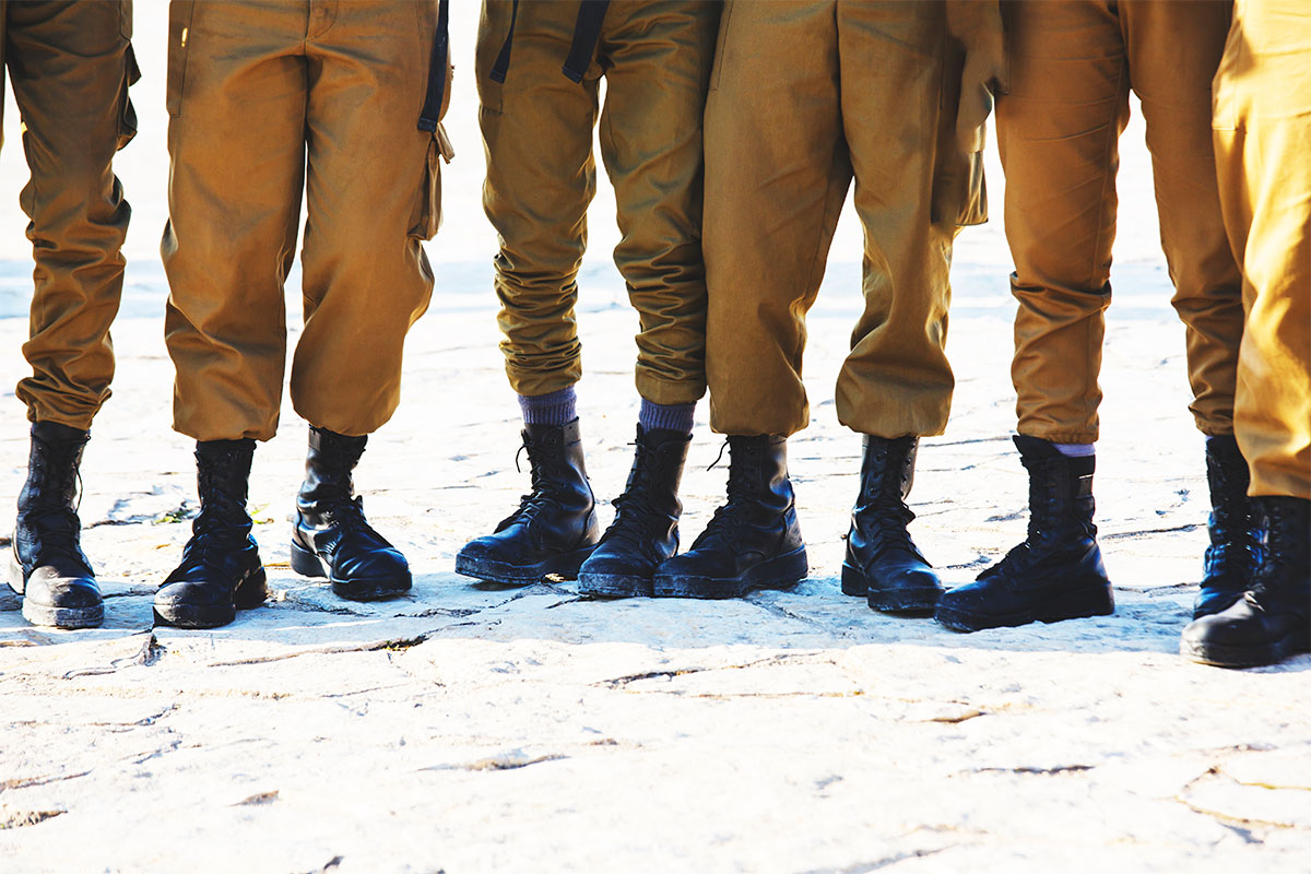 Israeli soldiers standing side by side