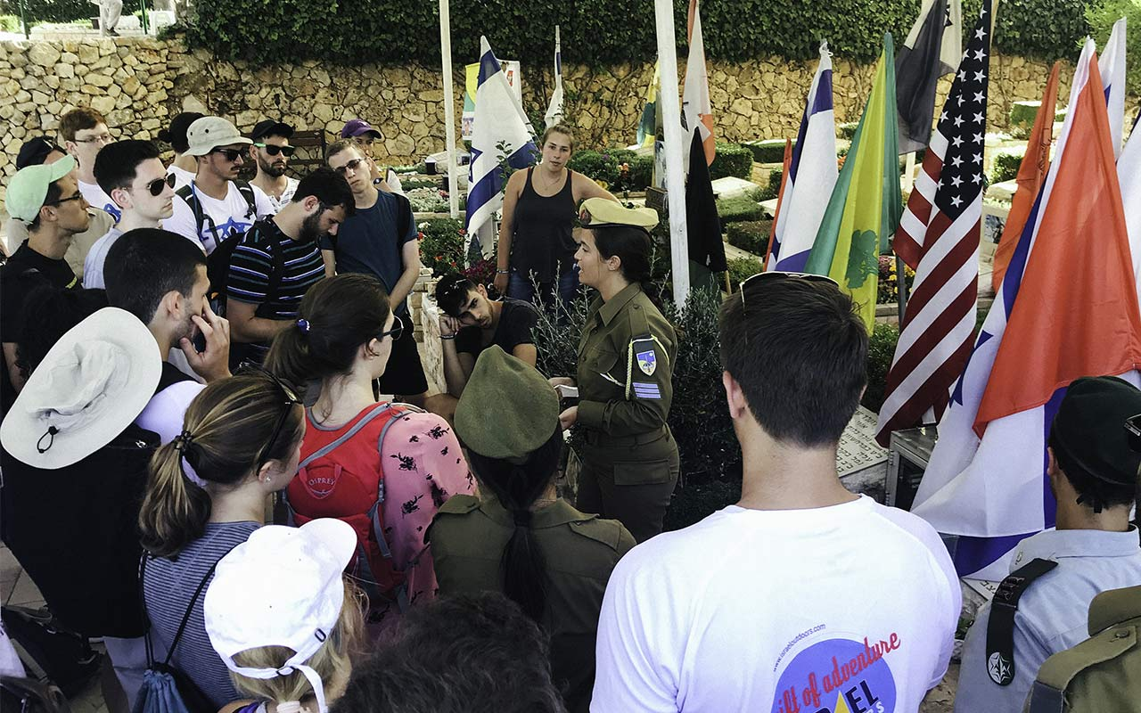 A Birthright Israel mifgash participant speaking to the group in 2013 at Har Herzl
