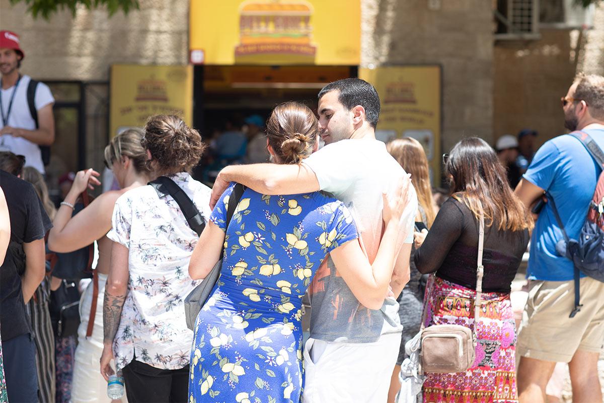 A man and woman hug in Jerusalem on Birthright Israel